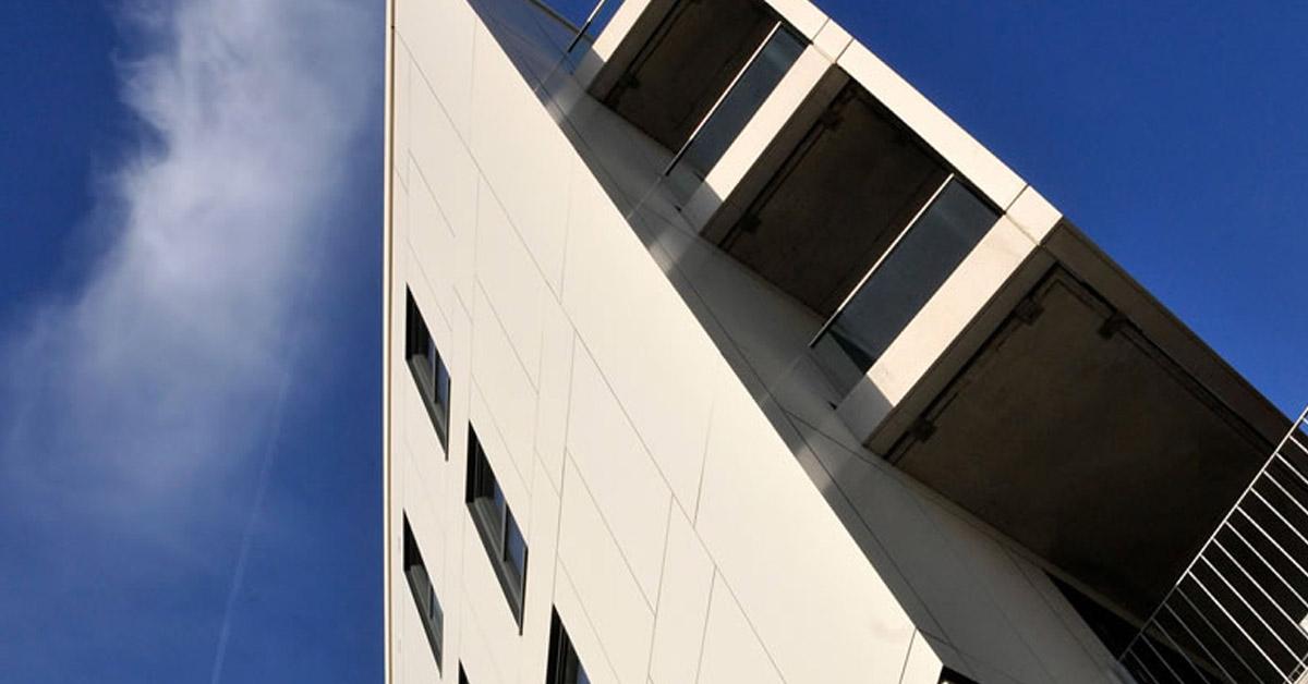 A SikaTack Panel rendszerrel az épületburkolatok láthatatlanul rögzíthetők