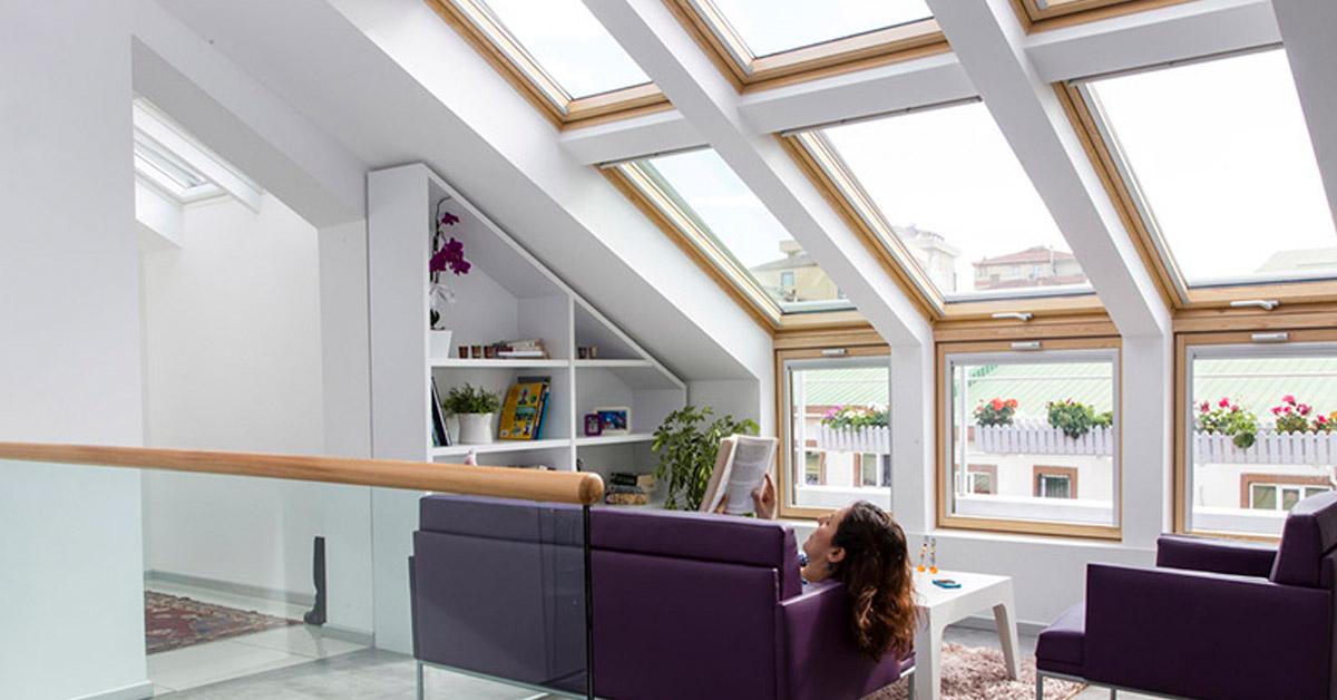 Ahol a dizájn és bevilágítás tervezés találkozik: VELUX térdfalablakok a tetőtérben