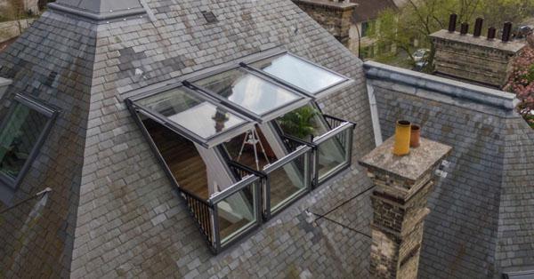 Ablak és tetőterasz egyben? Igen, a VELUX innovatív megoldásával ez is lehetséges.